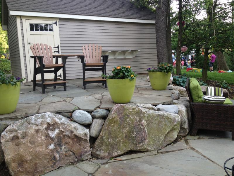 patio sitting boulders